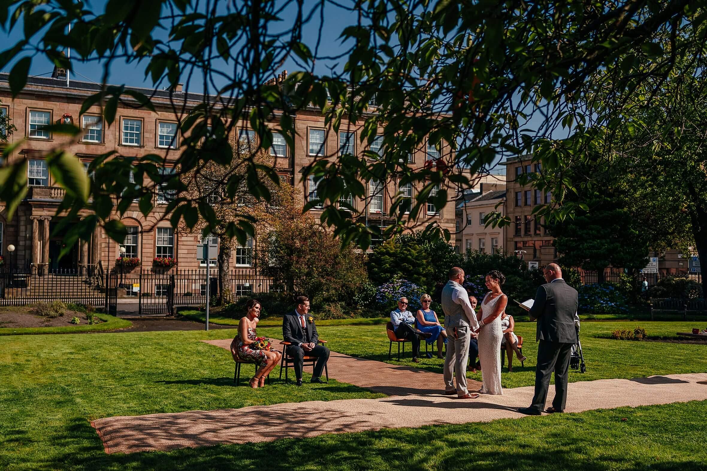 micro wedding scotland ceremony in glasgow city centre outdoors